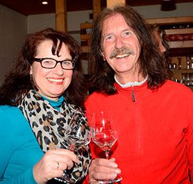 Angelika Gaubitzer und Peter Schneider mundete der Jubiläumswein.
