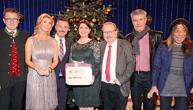 Spendenpackerl live im ORF Niederösterreich übergeben
