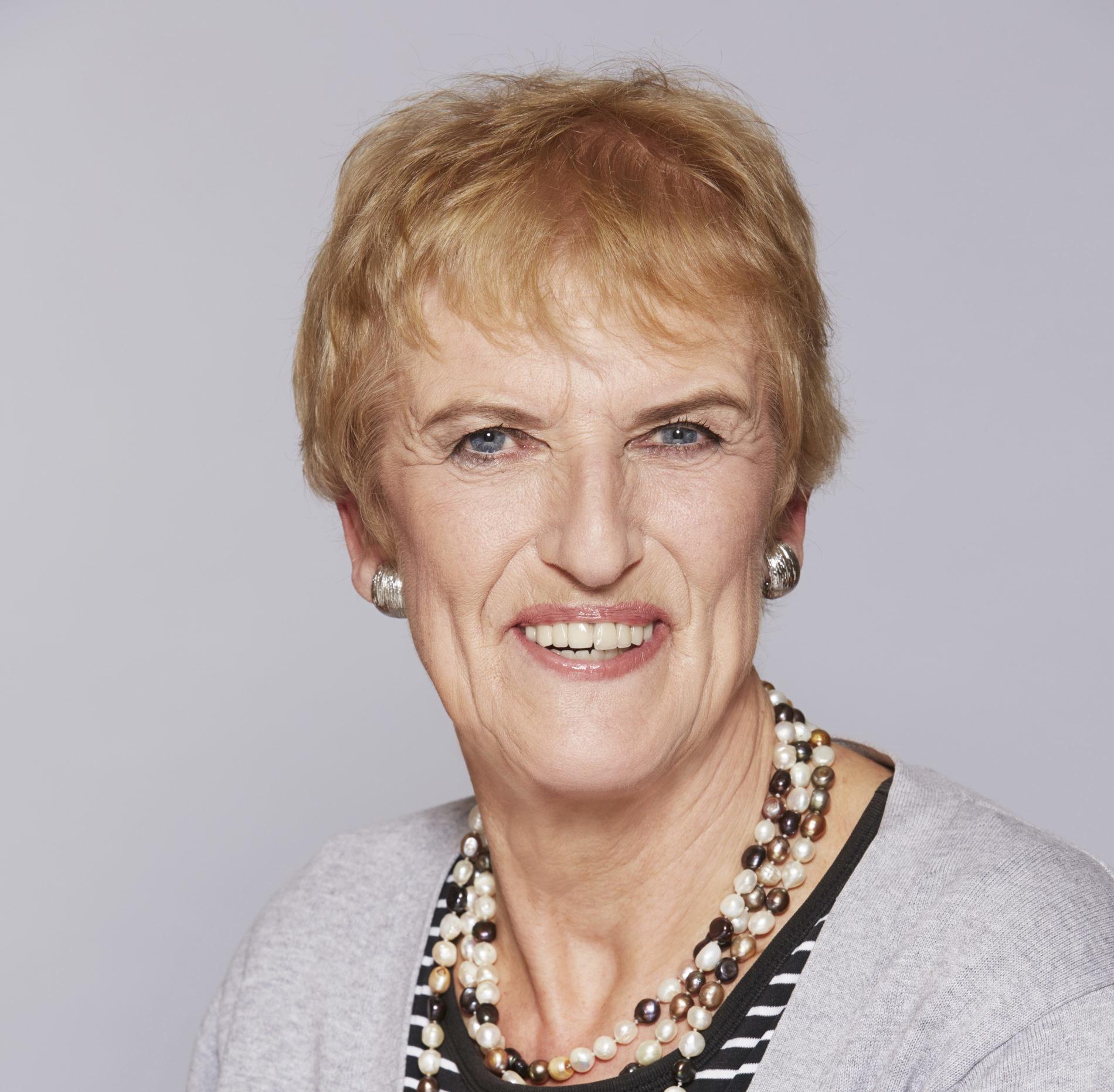 Dr. Christine Zippel